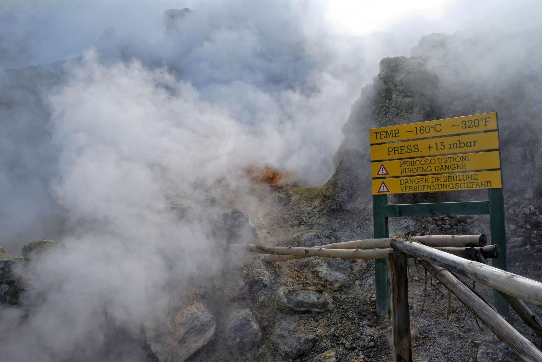campi flegrei volcán activo en nápoles